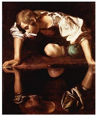 Narciso, em exagerada perfeição, apaixona-se por si mesmo.